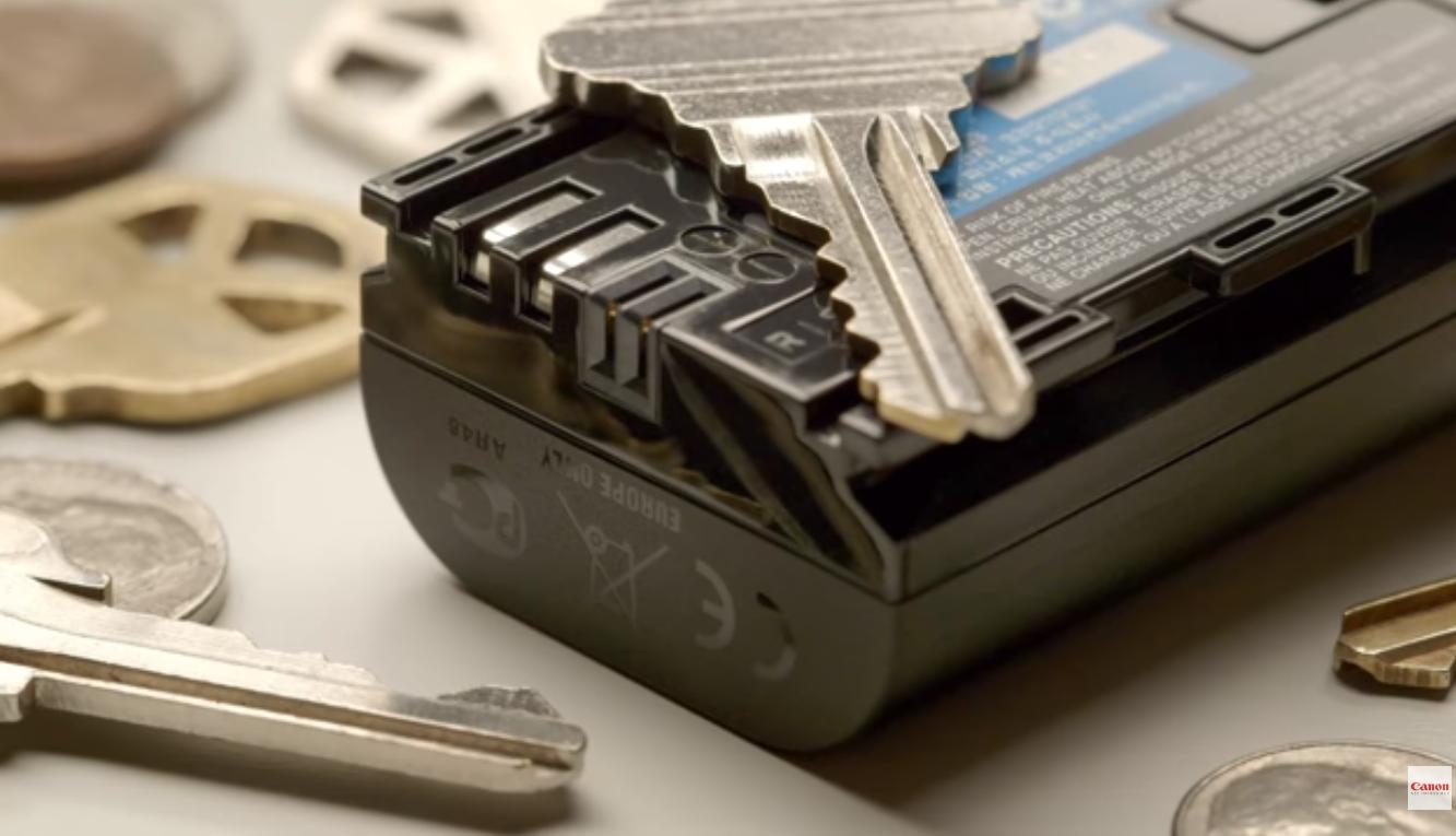 Jauhkan baterai dari bahan logam