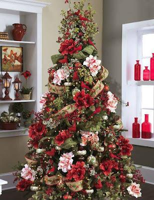 Árbol de navidad con flores
