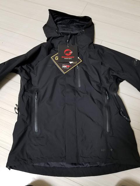 MAMMUTのアヤコ プロ HSフーデッドジャケットの前面からの写真