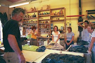 Pietro demonstrating 1 - Curso de cerâmica na Toscana
