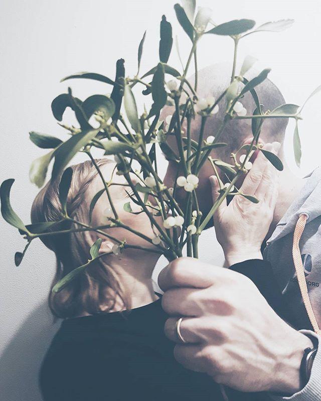 suudelma mistellin alla