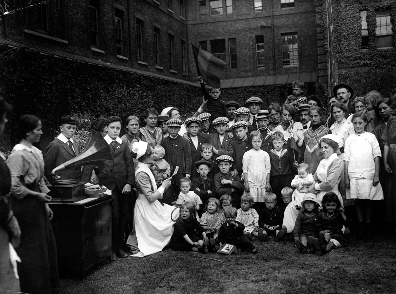 Belgian refugees in a Kensington workhouse. 1914.