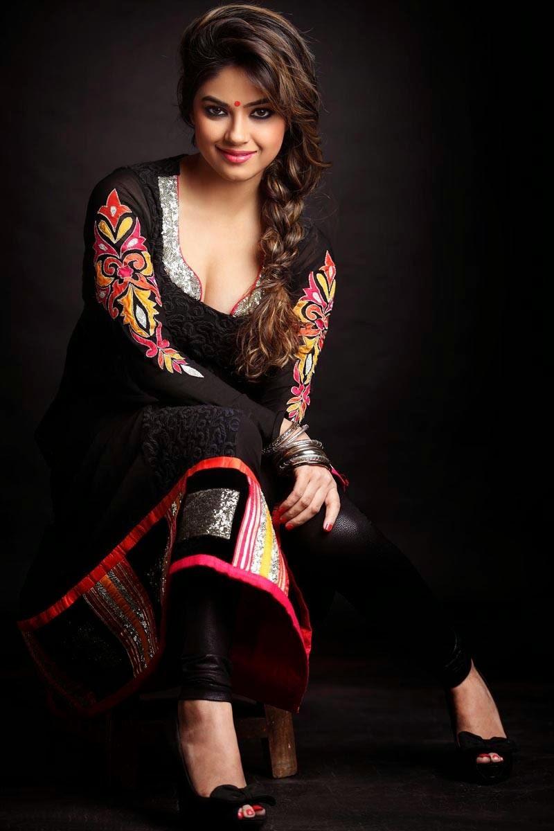 Meera Chopra Hd Wallpapers