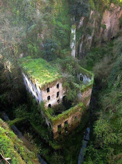 Kilang yang telah ditinggalkan. Sorrento, Italy