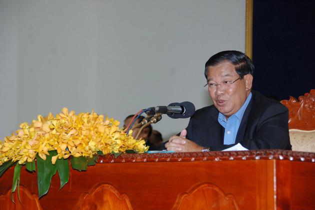 Samdech Techo Hun Sèn à l'Académie de police du Cambodge