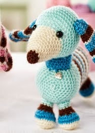 http://www.letsknit.co.uk/free-knitting-patterns/molly-and-max-dachshunds