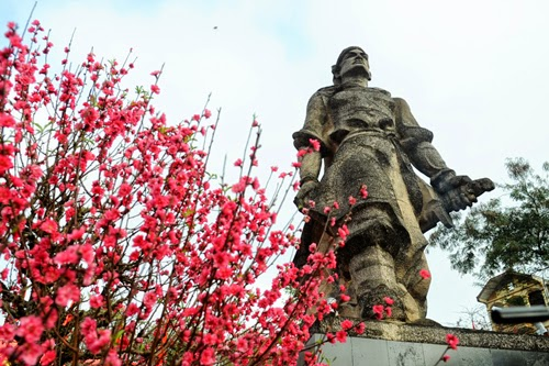 Statue of king Quang Trung