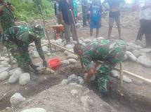 Peletakan Batu Pertama Pembangunan Kantor Tiga Pilar, Desa Pakuku Jaya TMMD di laksnakan