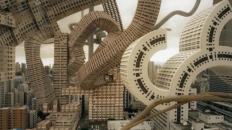 Metraje del horizonte de Osaka transformado en un mundo donde la arquitectura crece orgánicamente