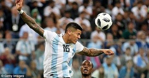 Rojo chơi thoải mái hơn ở Argentina