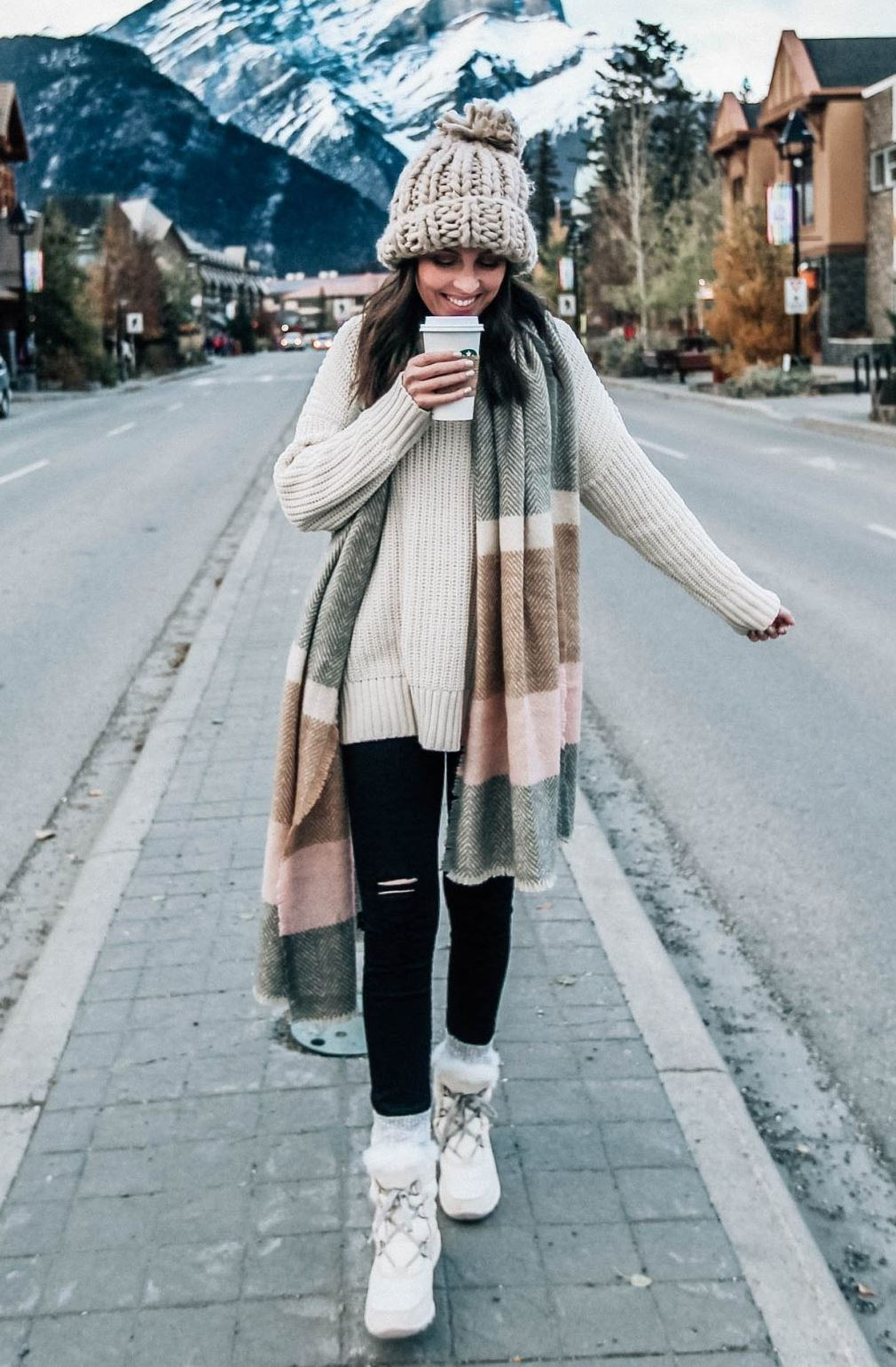 incredible fall outfit / cashmere scarf + white sweater + knit hat + boots + black leggigs