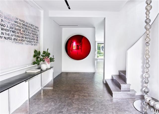 recibidor con obras de arte contemporáneo chicanddeco