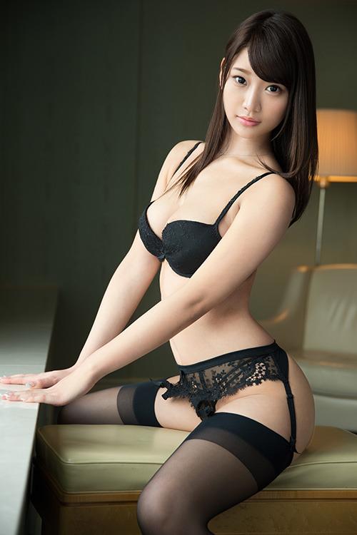 A compilation of  Asian girls photo wearing panties bra  [25pics]