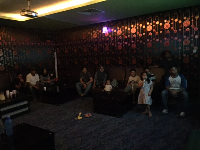 i'm happy with my life: WOW Family Karaoke, Kompleks Sukan