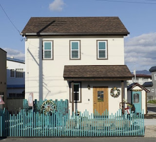 แบบบ้านมีหลังคากันสาดประตู