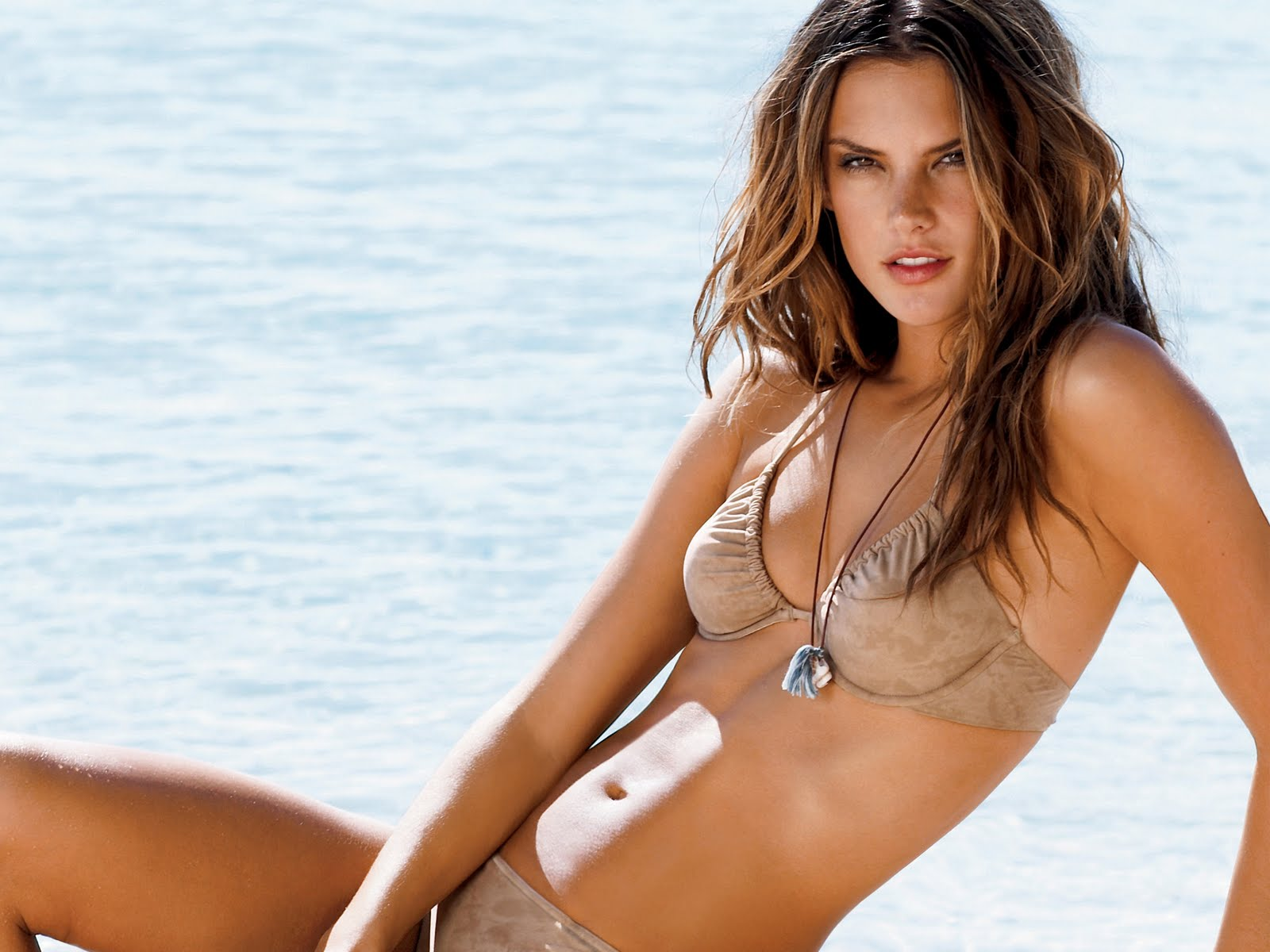 [Immagine: alessandra_ambrosio_bikini_wallpapers.jpg]