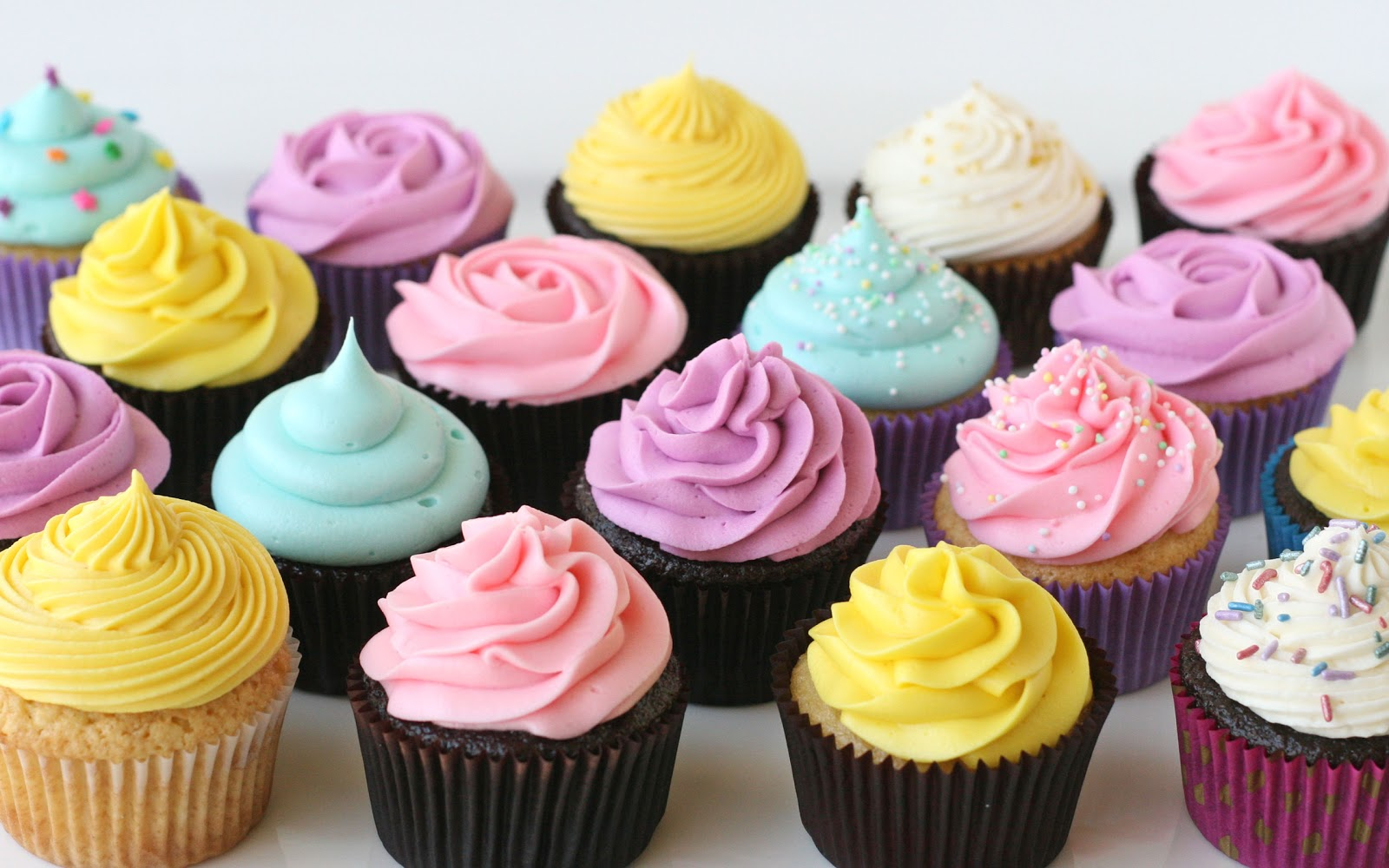 {Cupcake Basics} How To Frost Cupcakes