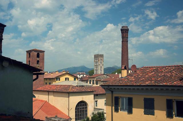widok na Lukka z Wieża Torre Guinigi