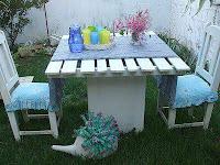 mesa de jardin con pallets de madera