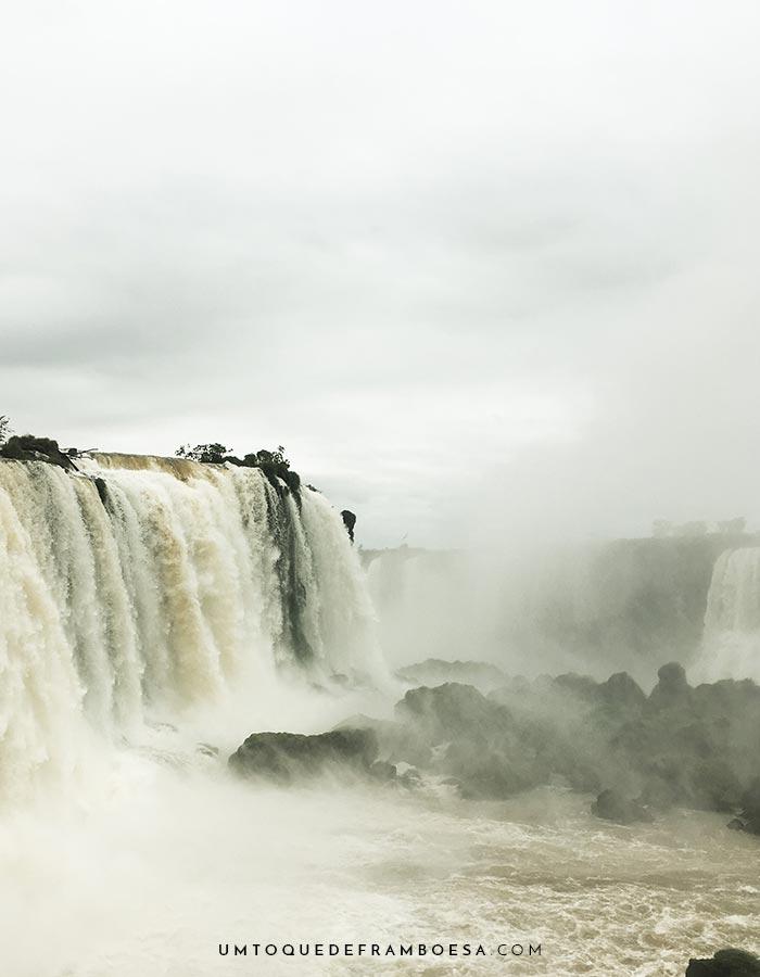 Foto tirada na passarela próxima às Cataratas do Iguaçu.