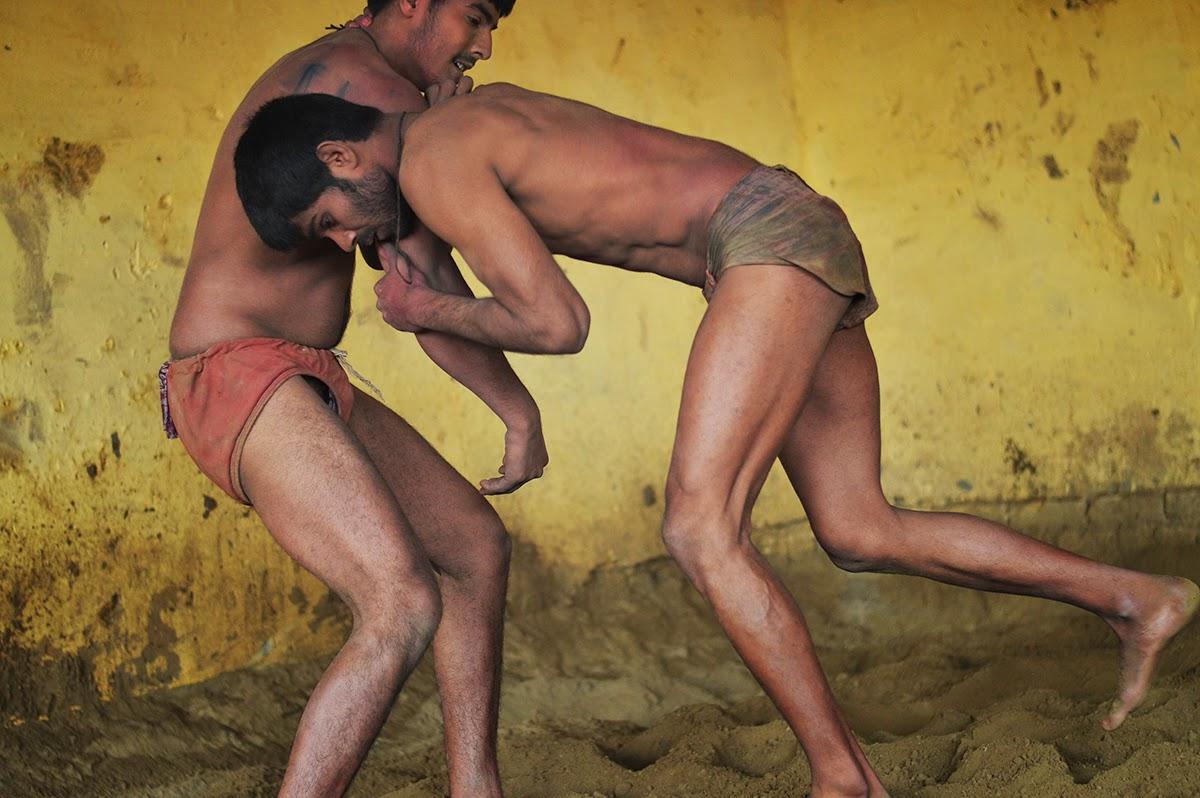 Desi Indian men male langot underwear bulge river bathing dickslip bulging wet ghat picture pehalwan kushti