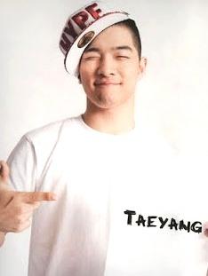 Foto de Taeyang cerrando los ojos