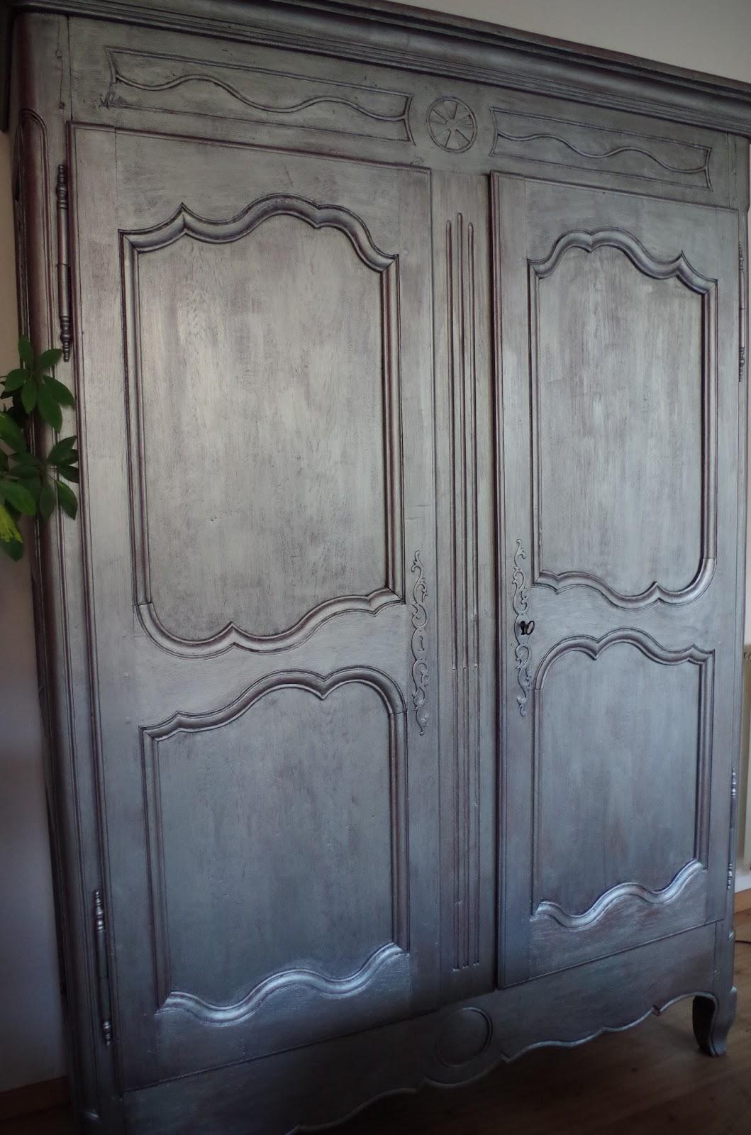 a nous la d co une vieille armoire grise argent e. Black Bedroom Furniture Sets. Home Design Ideas