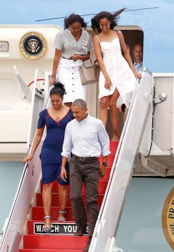 Photos: President Obama and family arrive Martha's Vineyard for their final 2-week vacation as the First Family