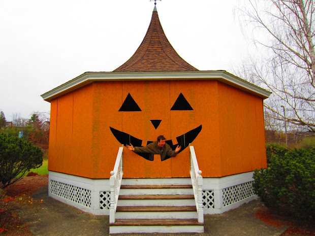 Happy Tiny-house Halloween- Pumpkin