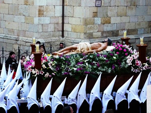 Paso del Santísimo Cristo Esperanza de la Vida. Hermandad del Santo Sepulcro. León. Foto G. Márquez.