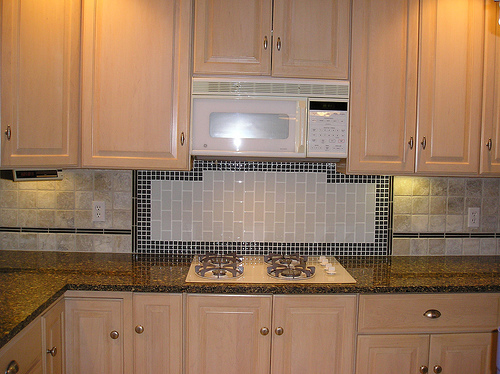 Kitchen Glass Tile Backsplash Behind Cooktop Ideas
