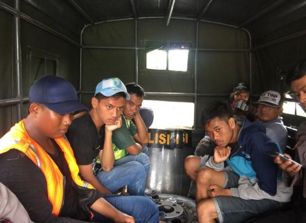 AGEN BOLA - Polrestabes Surabaya Tangkap 153 Orang Tanpa Identitsas