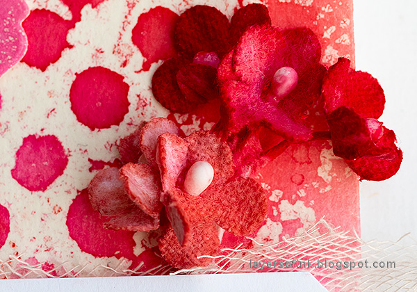 Layers of ink - Mist Resist Tutorial by Anna-Karin Evaldsson. Red flowers.