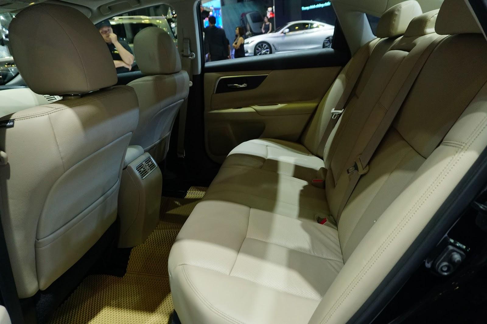 Hàng ghế thứ hai của Nissan Teana 2017 cũng rất rộng, thoải mái nhất