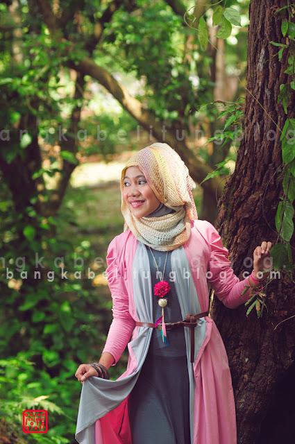 hijaber bangka dengan pose samping