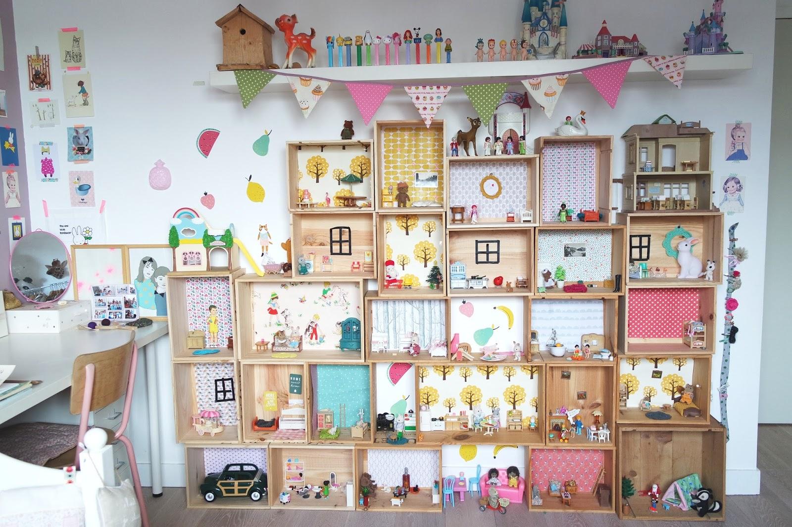 les maisons ou le diy archi simplifi dans un petit village. Black Bedroom Furniture Sets. Home Design Ideas