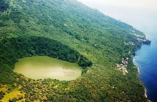 8 Danau Ter-Unik dan Menakjubkan di Indonesia