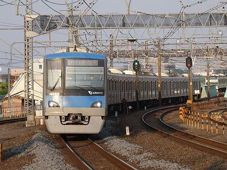 【ダイヤ改正でのレア列車!】小田急4000形の各駅停車 伊勢原行き