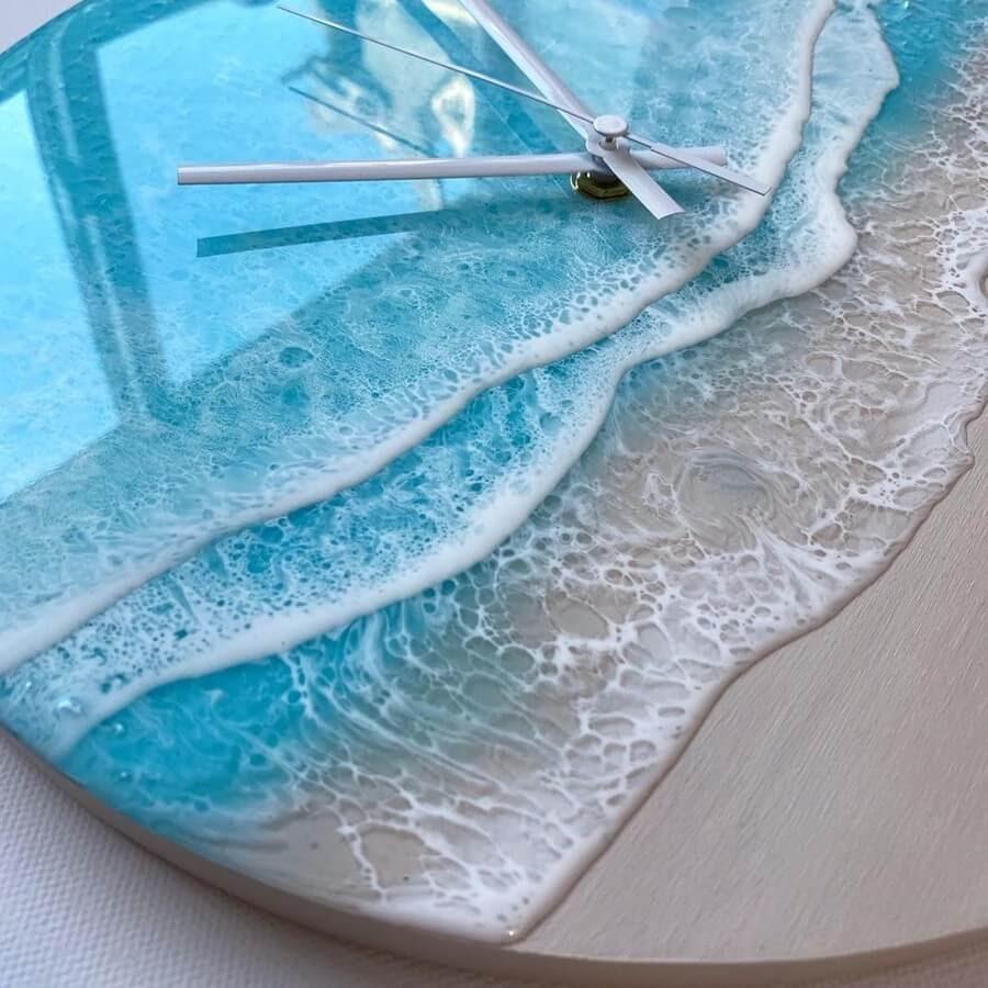 03-Clock-Rivka-Wilkins-Realistic-Ocean-Resin-Paintings-www-designstack-co