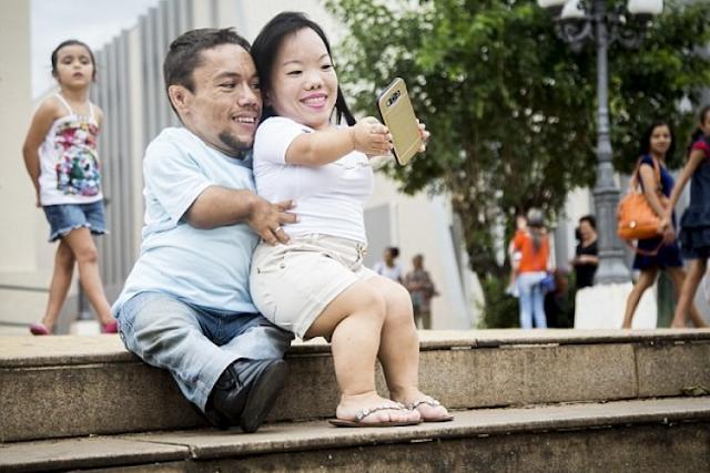 صور| إليكم أقصر ثنائي بالعالم ويعيشان حياة طبيعية ملؤها السعادة