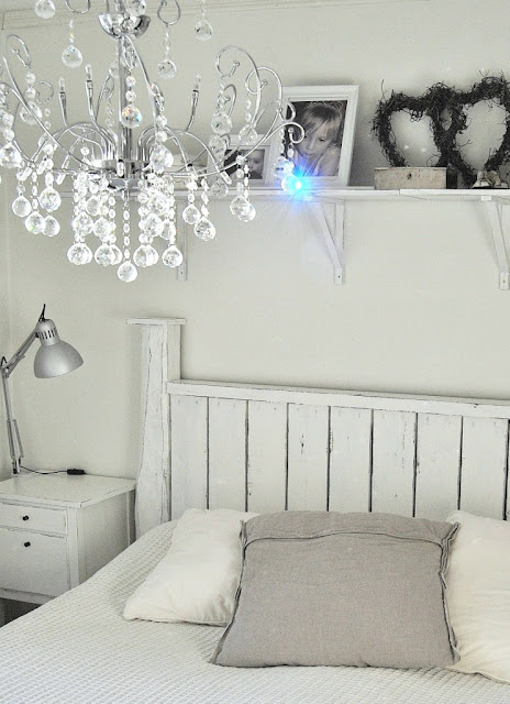 HANNAS: kristallkrona i sovrummet