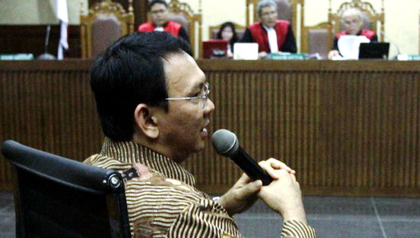 Dalam Sidang, Ahok Menangis Sesenggukan Ketika Bacakan Nota Keberatan Di Depan Hakim