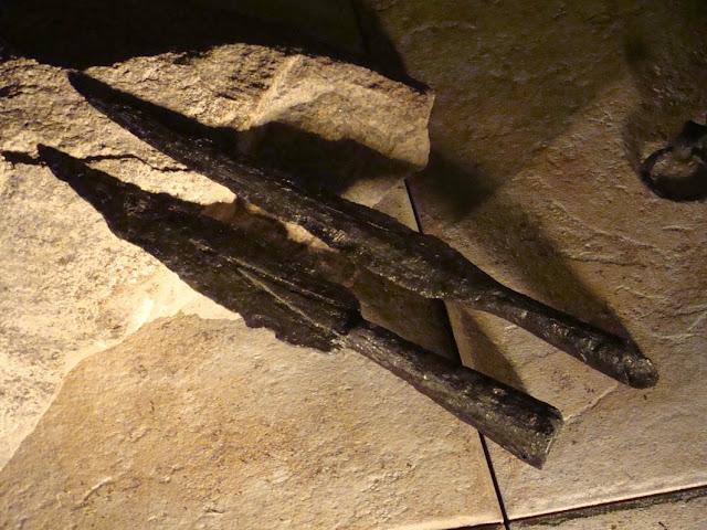 zabytki wczesnośredniowieczne z grodu i cmentarzyska w Gieczu - groty włóczni