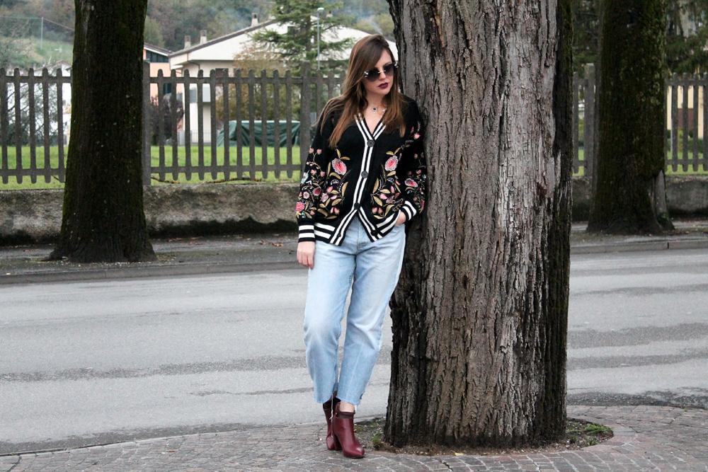 outfit maglione fiori ricamati 2018