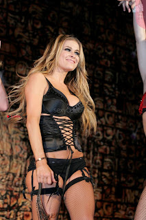 Carmen-Electra-Performing_8+%7E+SexyCelebs.in+Exclusive.jpg