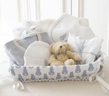 valise pour la maternit que faut il emporter grossesse et maternit. Black Bedroom Furniture Sets. Home Design Ideas