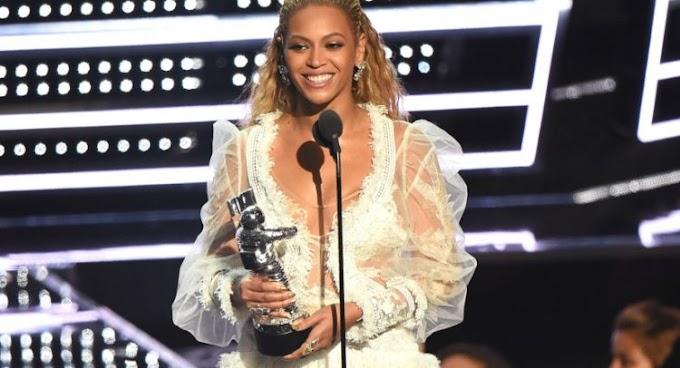 Beyoncé Wins Big At 2016 VMAs