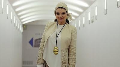 Tras casi cuatro décadas, María José Cantudo vuelve a ponerse los colmillos para promocionar la Semana y homenajear al cine de terror español