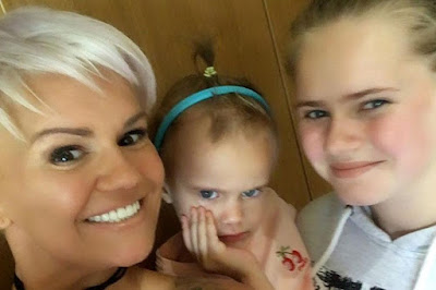 kerry-katona-cuts-hair-in-support-of-daughter