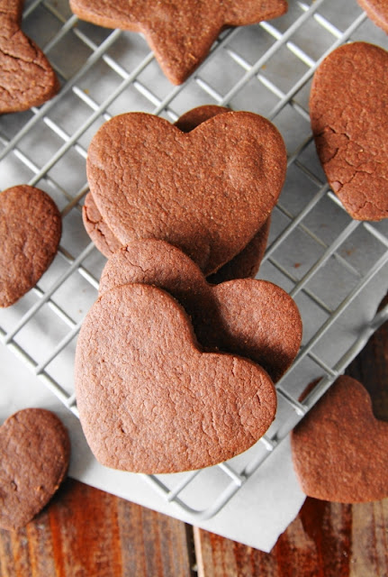 If you love sugar cookies and you love chocolate, give these Chocolate Sugar Cookies a try.  You'll just love this tasty chocolatey twist on the classic.